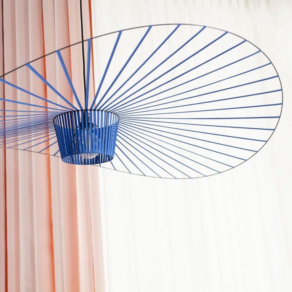 Suspension XXL Vertigo couleur cobalt : aérienne et légère
