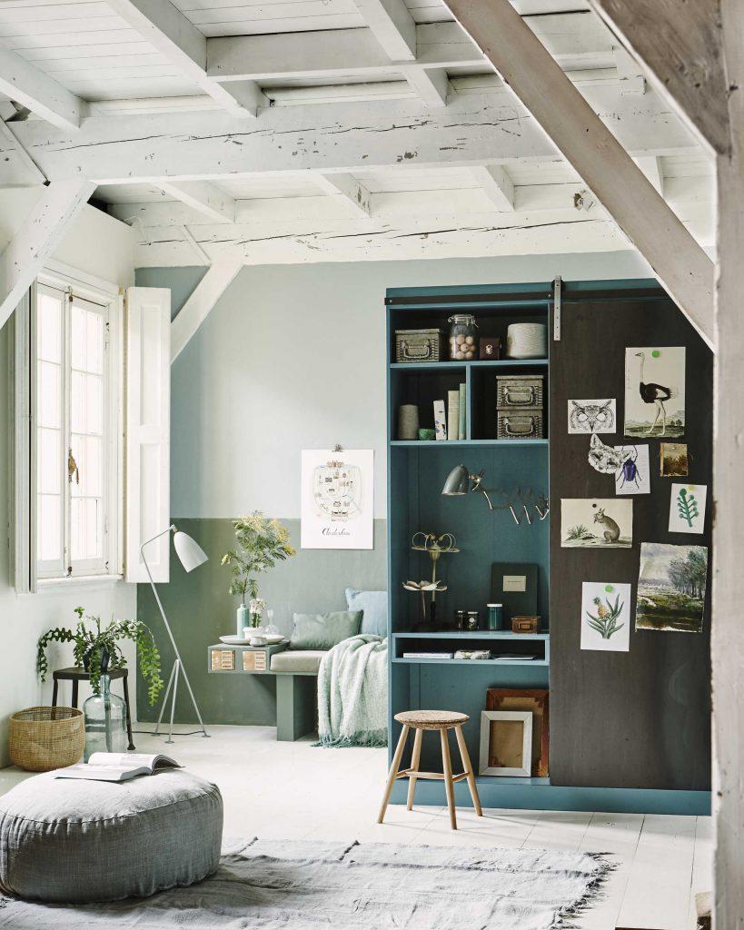 bureau à la maison dans une armoire intégré déco télétravail