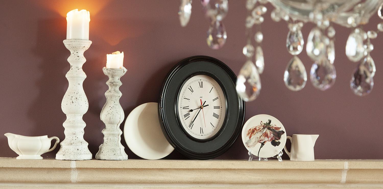 manteau-cheminee-porcelaine-blanche-pendule-bougeoir-blanc-aubergine-peinture-mate